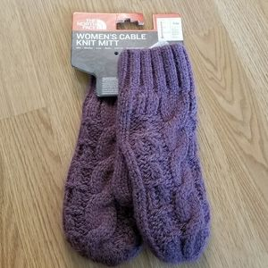 The North Face Cable Knit Mittens in Purple